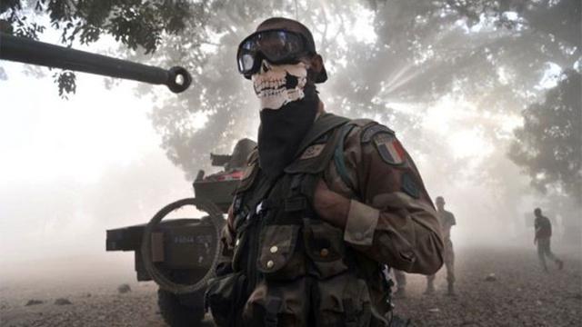 GHOSTのマスク?を被ったフランス軍兵士