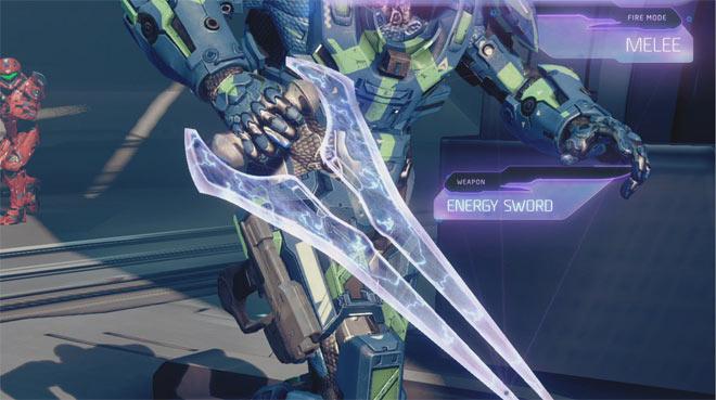 """海外のリアル鍛冶屋さんが『Halo』に登場する""""エナジーソード""""を作ってみた動画"""